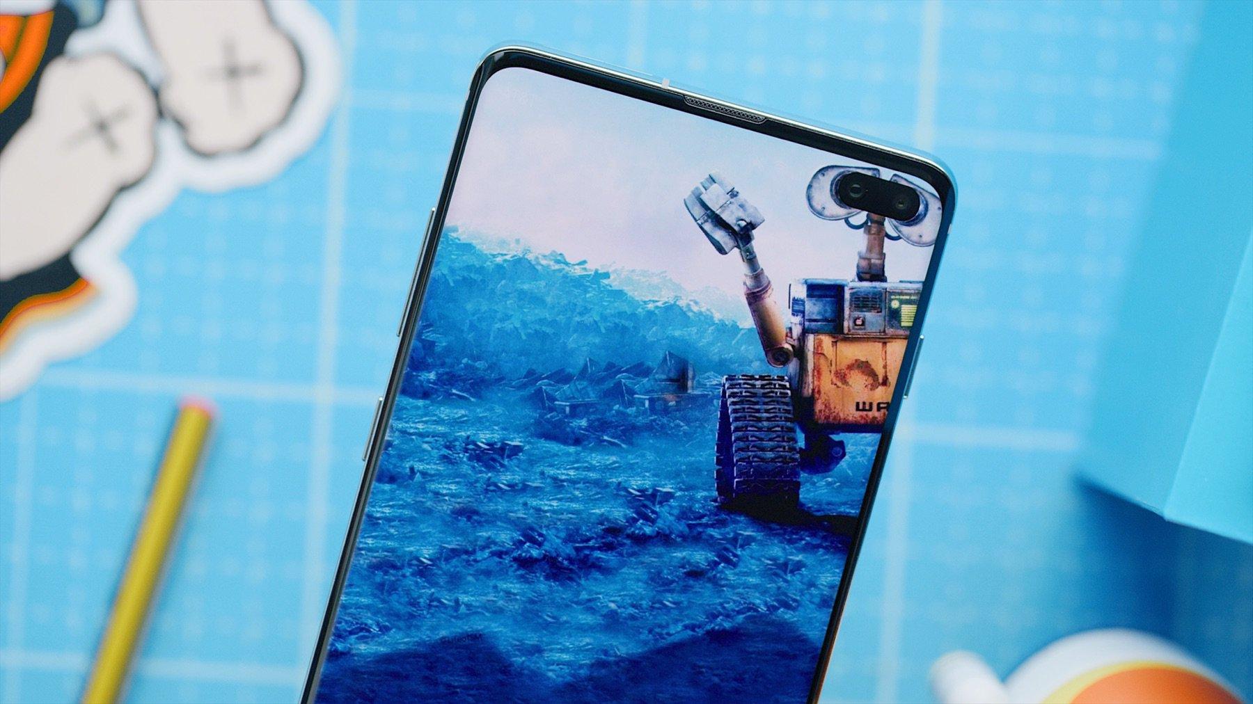 Samsung Galaxy S10 : Internet a trouvé comment se jouer de l'écran percé avec ces fonds d'écran