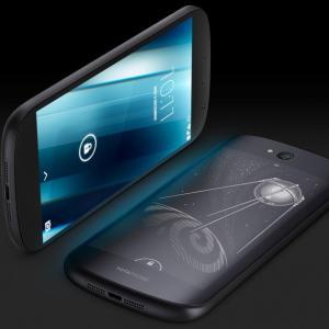 Yota met la clé sous la porte : fini les smartphones doubles écrans