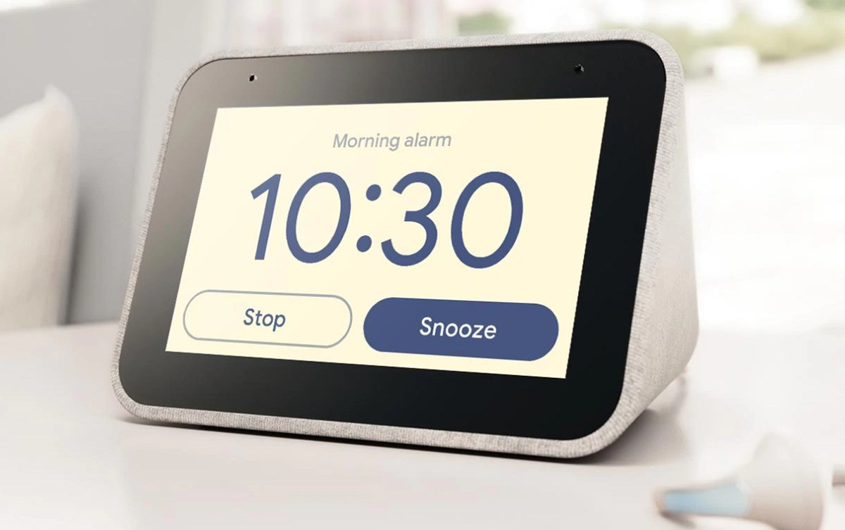 Lenovo Smart Clock : le Smart Display pour table de chevet arrive en France