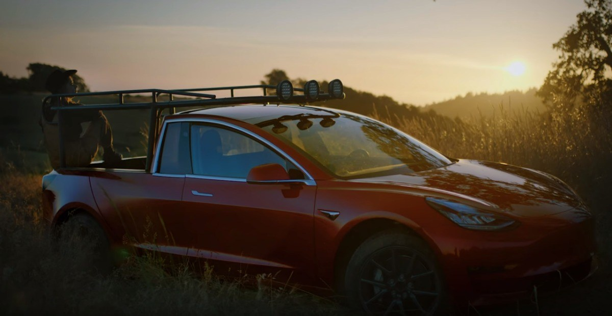 Une YouTubeuse transforme sa Model 3 en pick-up Tesla pour un résultat bluffant