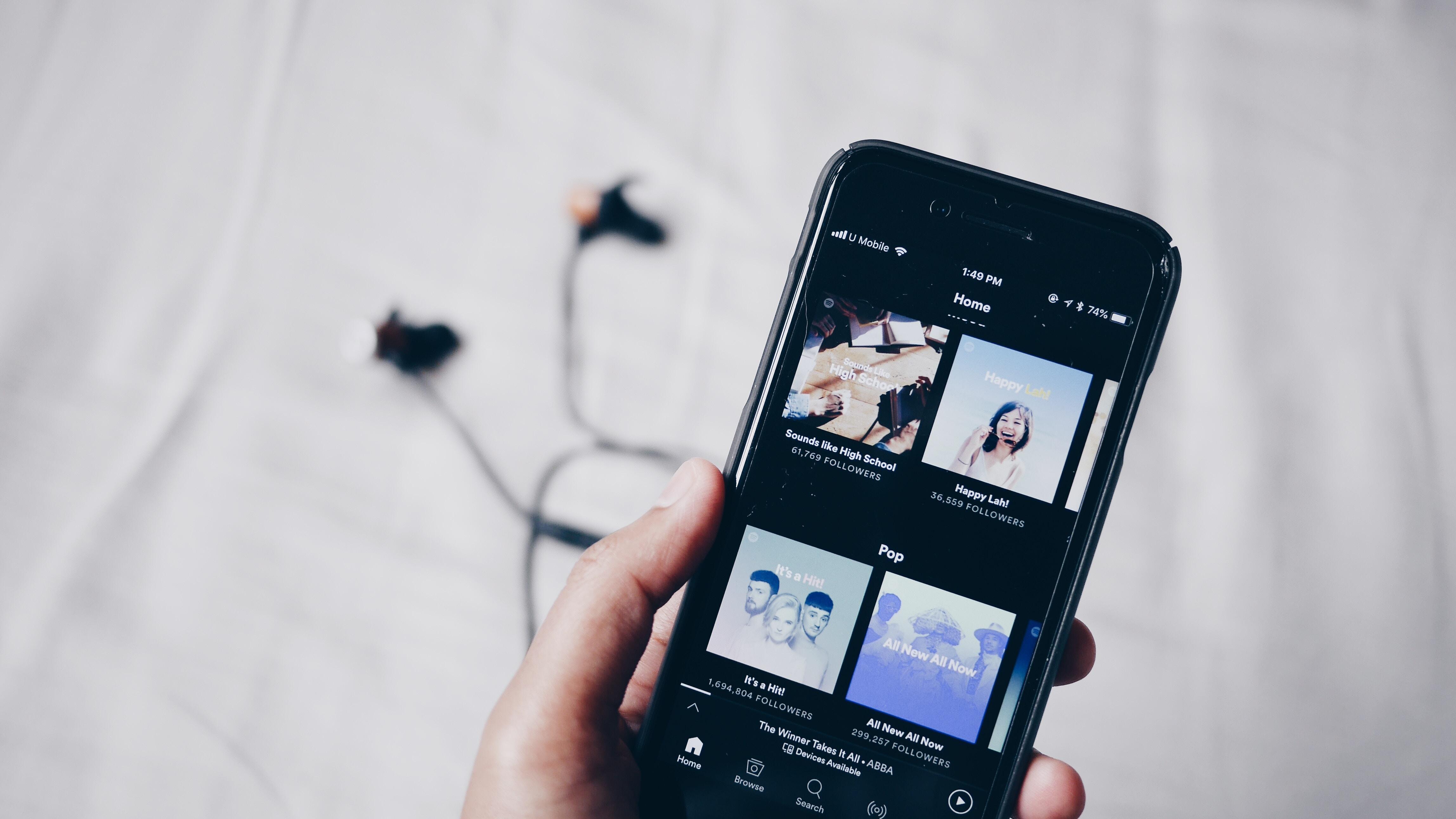 Streaming musical : la radio veut imposer des quotas de musique francophone à Spotify et Deezer