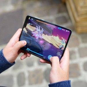 Le Samsung Galaxy Fold 2 pourrait reprendre l'écran en verre pliant du Galaxy Z Flip