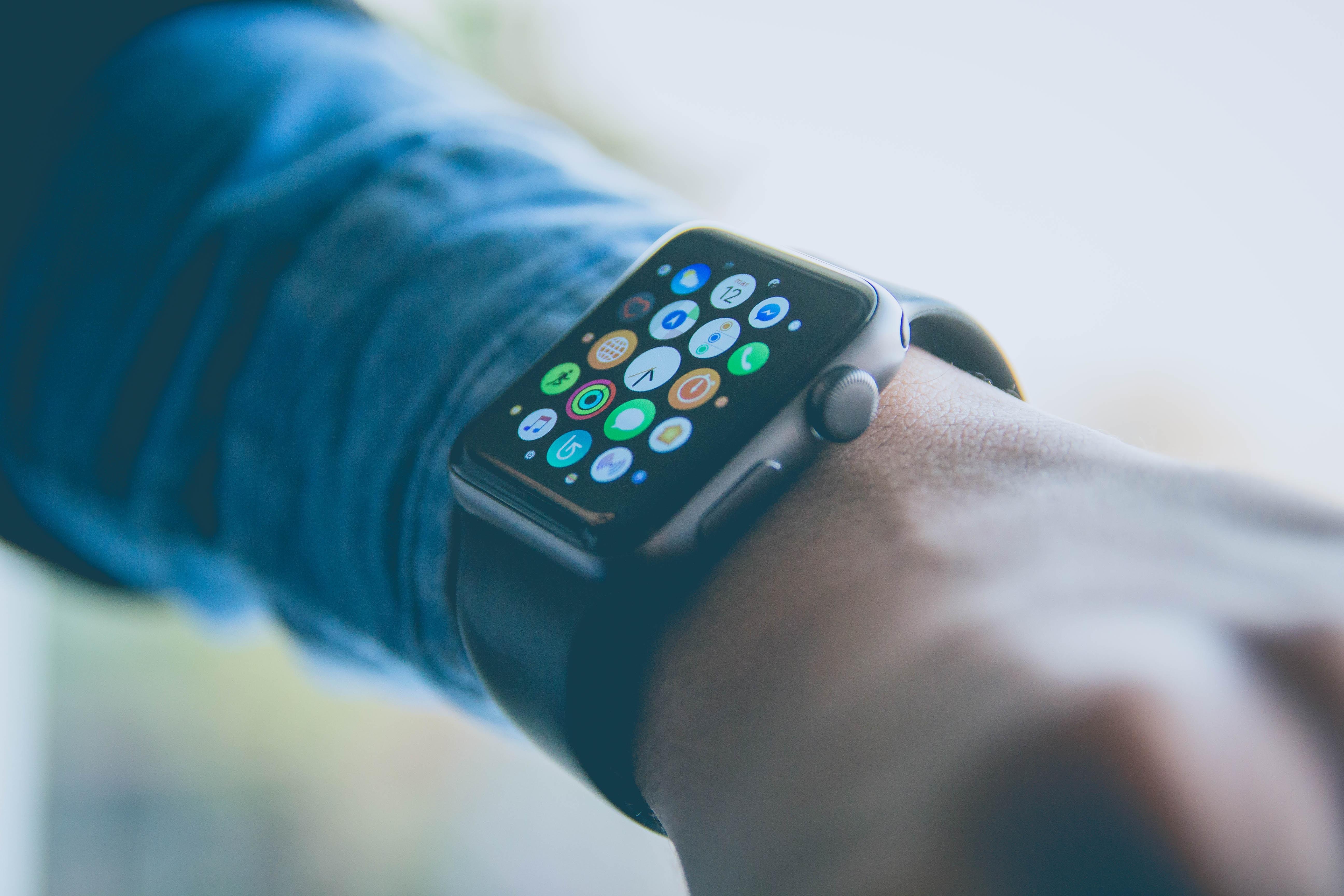 Apple Watch : l'antenne pourrait migrer dans le bracelet pour gagner de la place