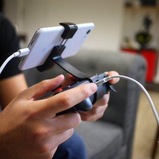 Quelle manette choisir pour jouer sur Android et iPhone en 2020 ?