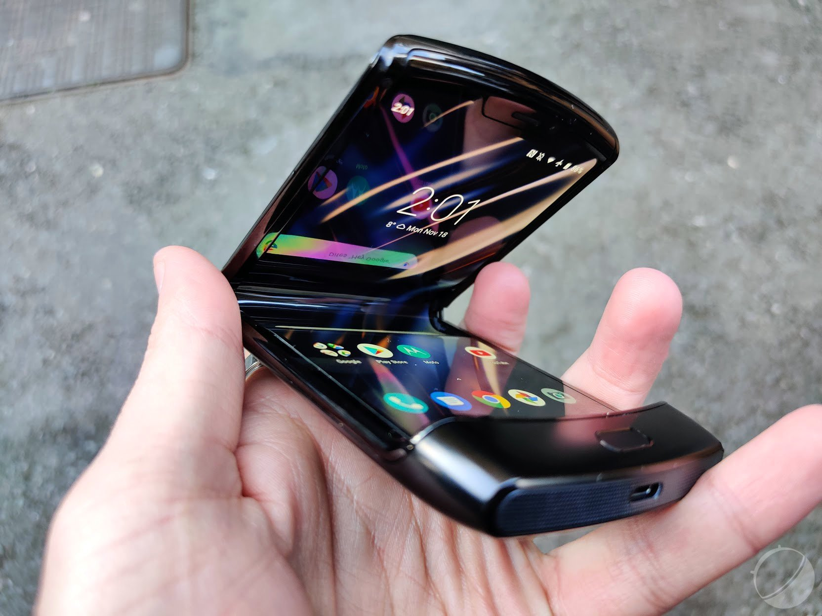 Motorola Razr: l'écran pliable aura des défauts «et c'est normal»