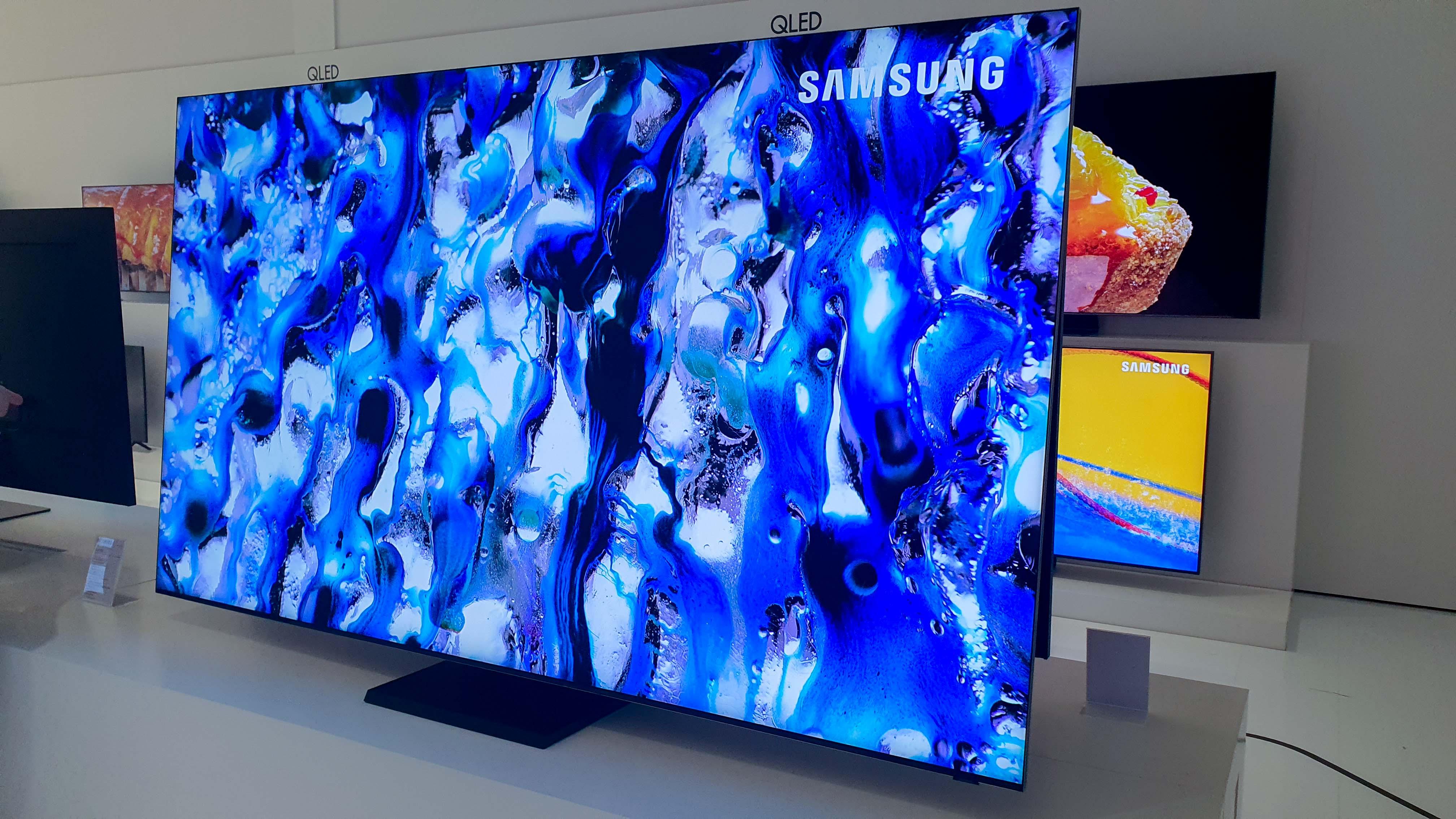 Prix des TV 8K, la fragilité du Galaxy Z Flip et les réactions sur Google Messages – Tech'spresso