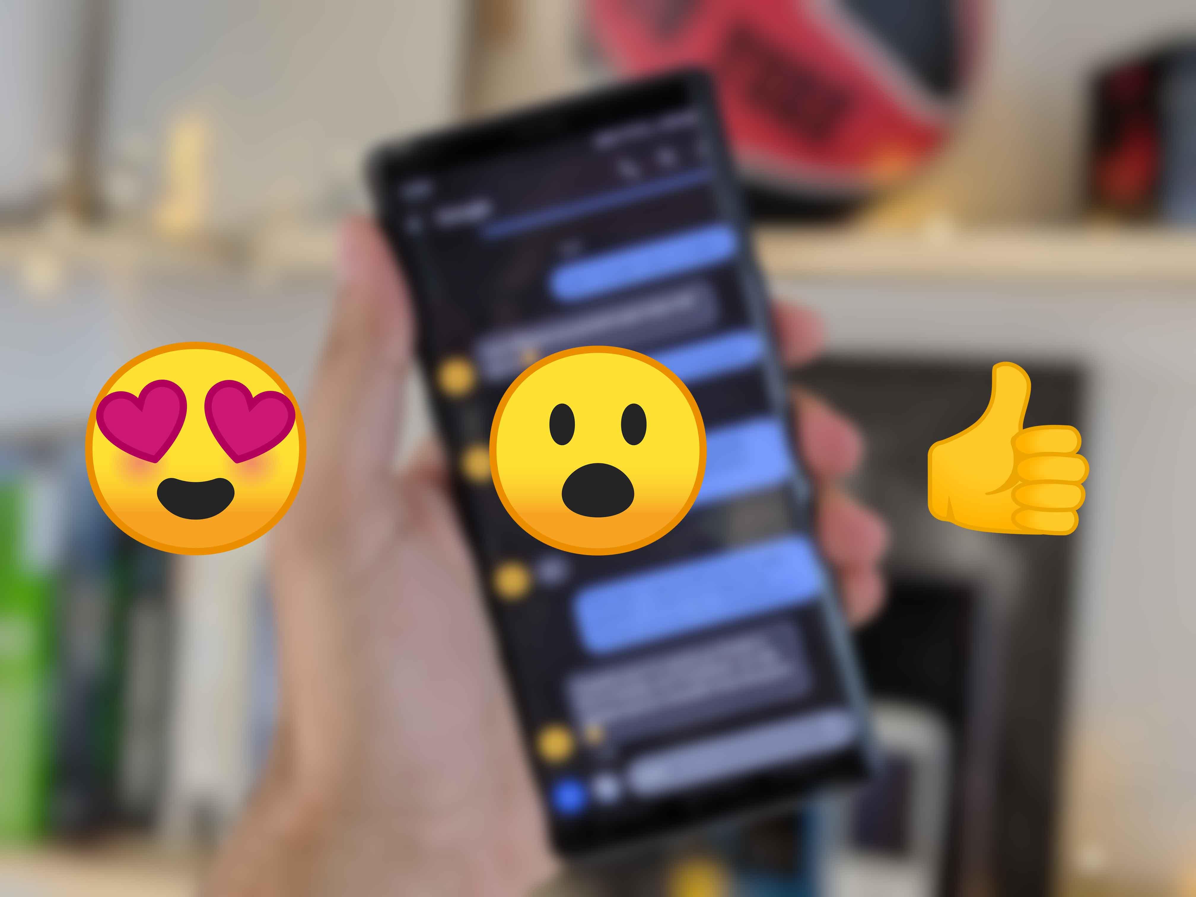 Google Messages : réagir avec un émoji comme sur Messenger serait bientôt possible