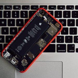 L'Union européenne voudrait des batteries faciles à changer sur smartphones