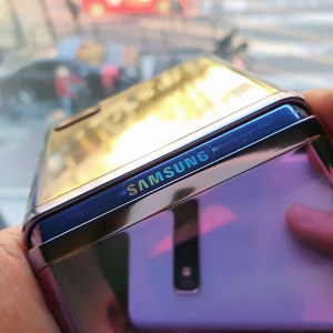 Samsung Galaxy Z Flip3: son design apparait grâce à une fuite de sa vidéo officielle