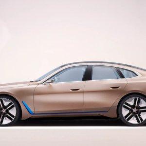 BMW i4 : le concept-car à 600 km d'autonomie montre son habitacle futuriste