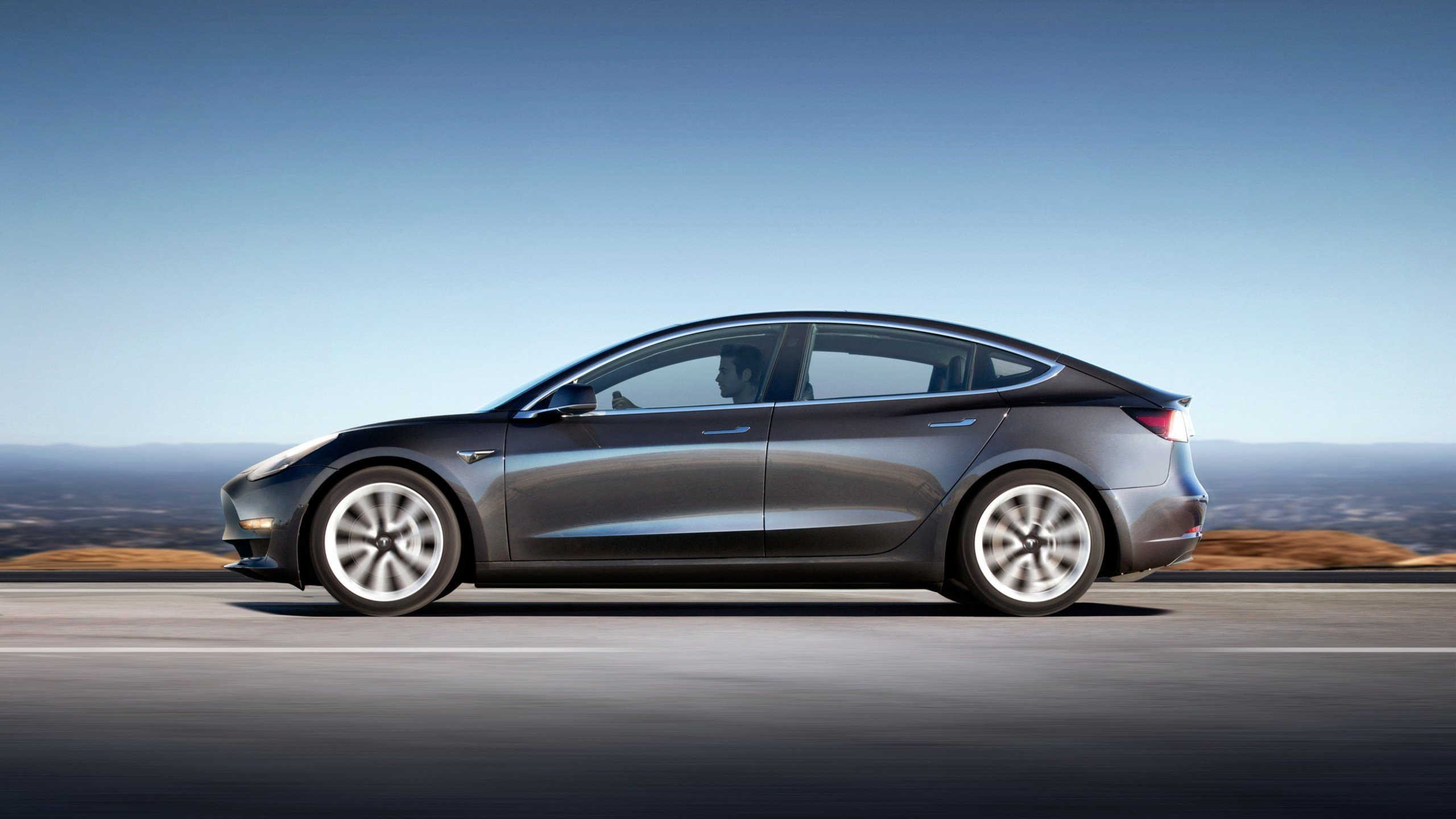 Tesla Model 3 : une nouvelle fuite suggère une batterie de 100 kWh… qu'Elon Musk dément