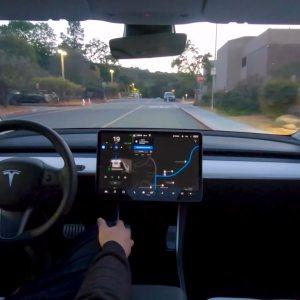 Tesla Full Self-Driving: Musk repousse une énième fois l'abonnement au grand dam des clients