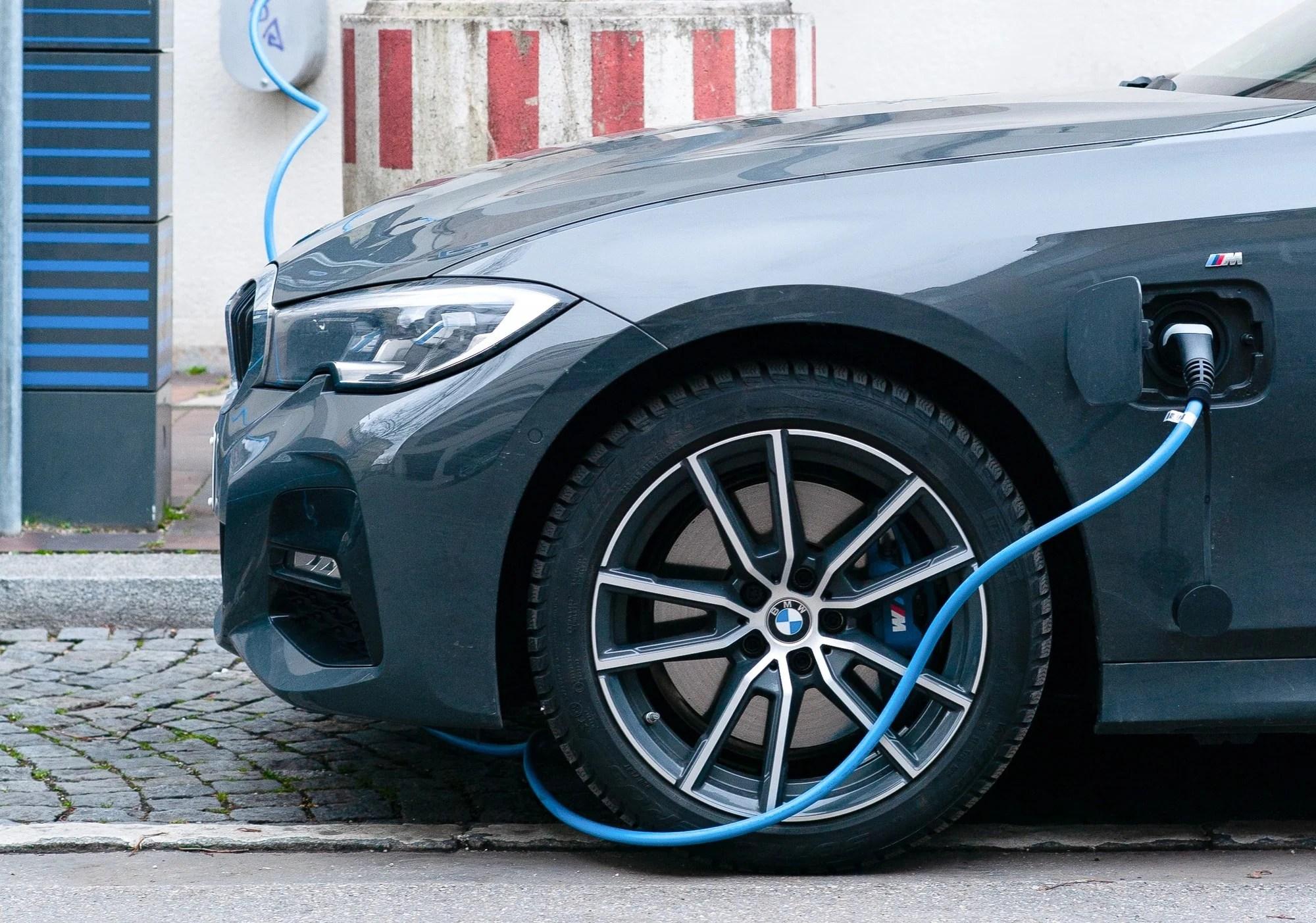 L'assurance d'une voiture électrique est-elle vraiment moins chère ?