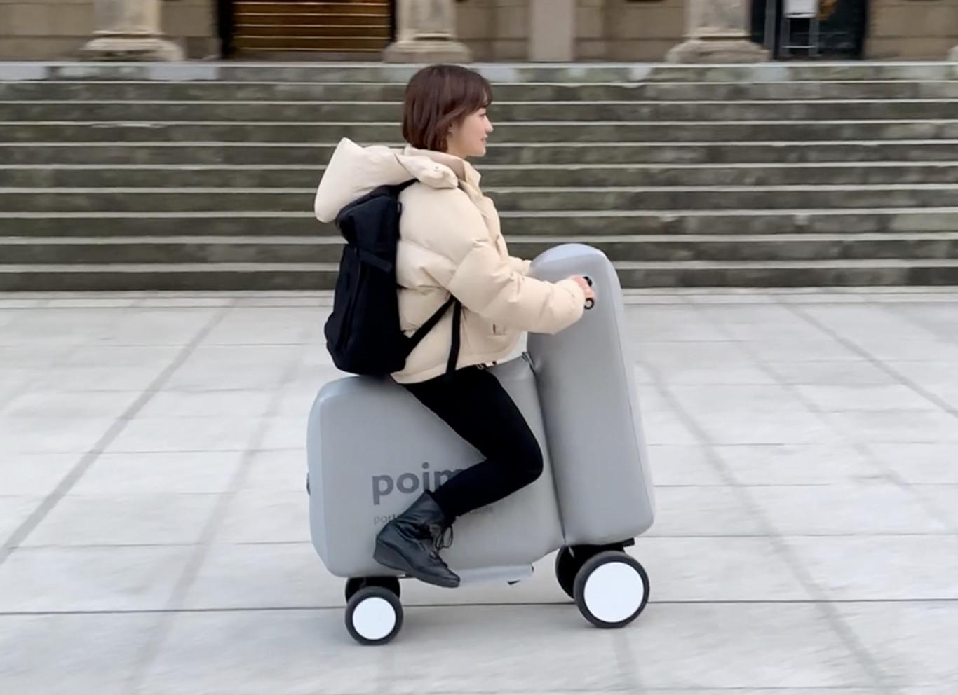 Ce quadricycle électrique gonflable se range dans un sac à dos vide