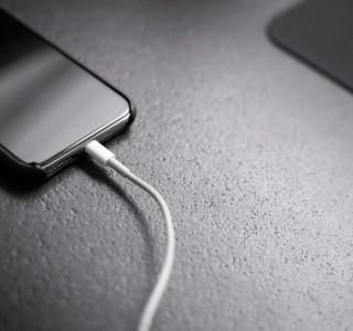 iPhone 12 : Apple pourrait retirer les écouteurs et le chargeur de la boite