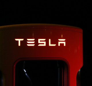 Tesla : la double authentification arrive… mais pas tout de suite !