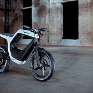 Cette moto électrique au design audacieux s'allume avec un smartphone