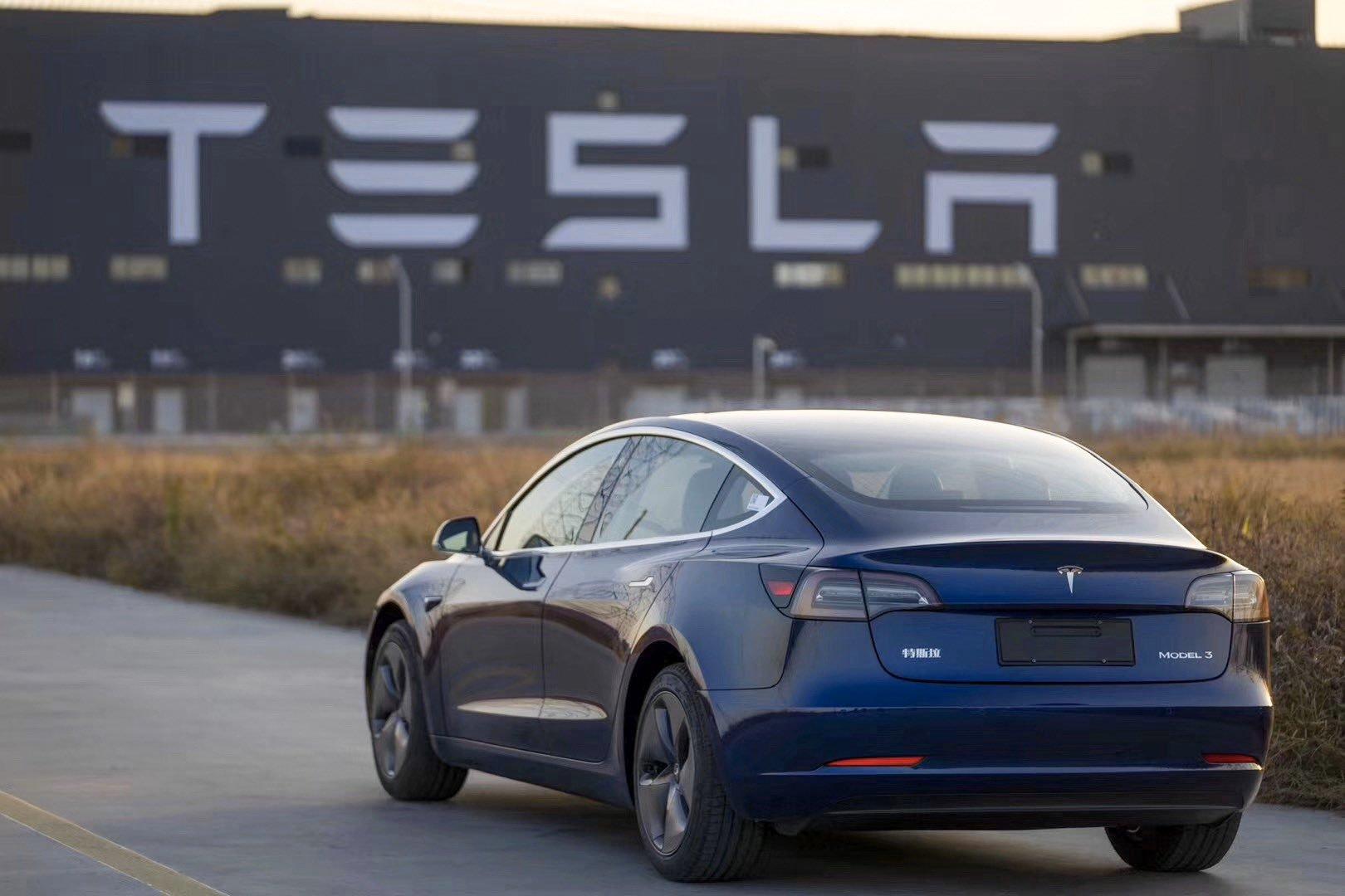 Tesla: jusqu'à 40 kilomètres d'autonomie même quand la batterie affiche 0%