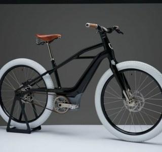 Harley-Davidson révèle un vélo électrique haut de gamme aux roues très blanches
