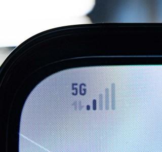 SFR se lance dans la 5G avec des forfaits aussi chers qu'Orange et Bouygues