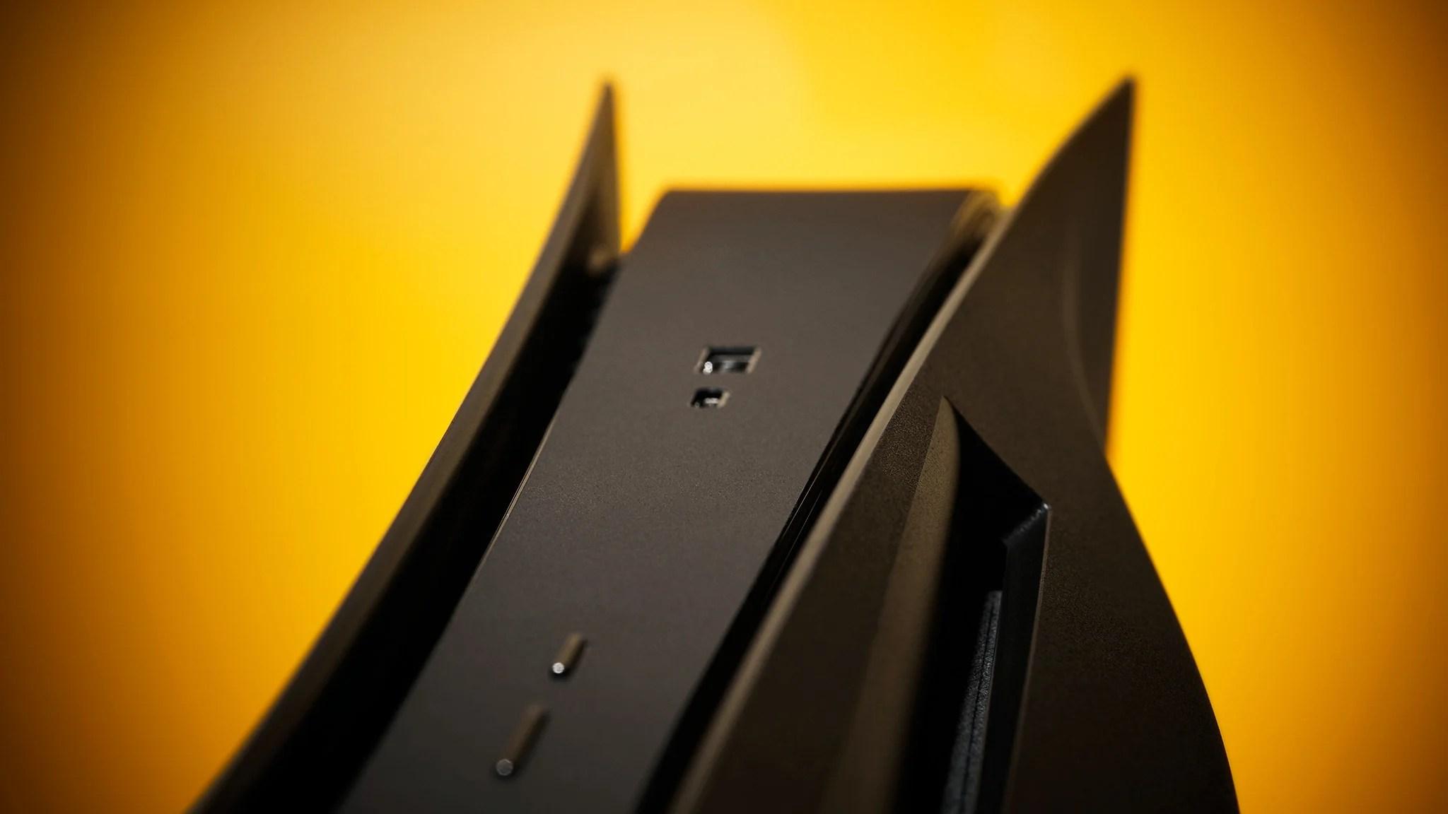 PS5 : menacé par Sony, dbrand retire ses coques noires de la vente