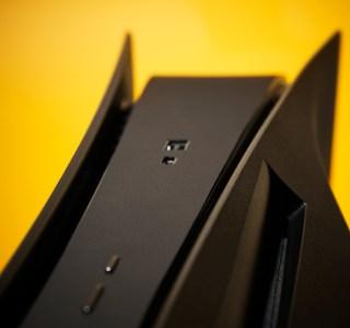 PS5: Dbrand annonce un châssis noir alternatif et défie Sony de l'attaquer en justice