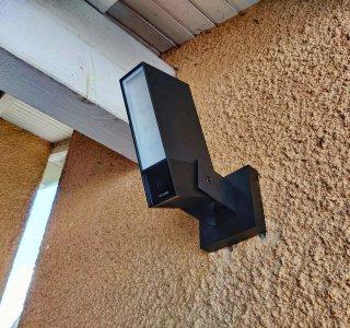 Test de la Netatmo Extérieure avec Sirène: une approche bien particulière de la caméra de surveillance