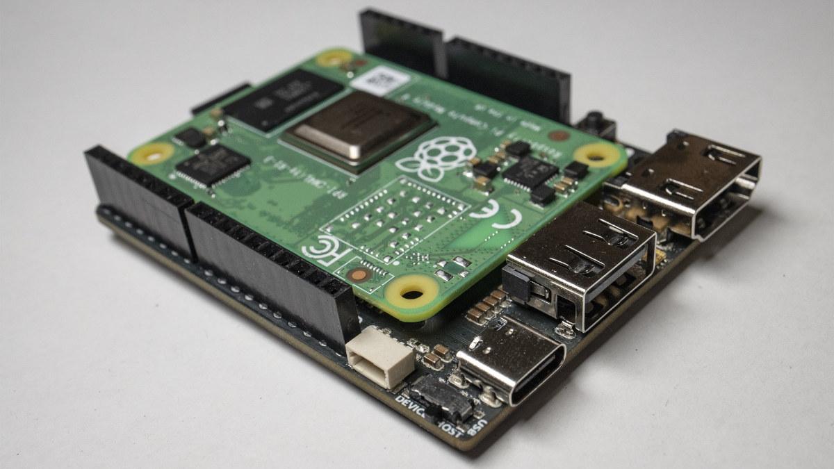 La carte Piunora veut fusionner Arduino avec le cœur d'un Raspberry Pi 4