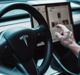Conduite autonome: l'Autopilot de Tesla serait bien courtisé par la concurrence