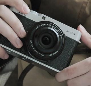 Fujifilm X-E4 : un boîtier hybride particulièrement compact à moins de 1000 euros