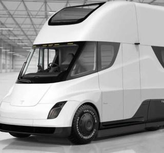 Tesla: un van à panneau solaire et toit dépliant? Elon Musk en parle…