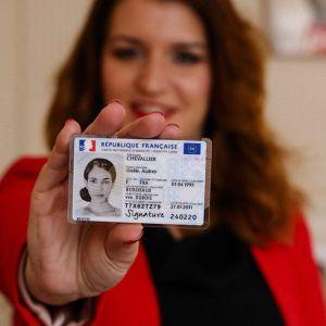 La carte nationale d'identité électronique (CNIe) est disponible pour toutes et tous : 6 questions et leurs réponses pour tout savoir