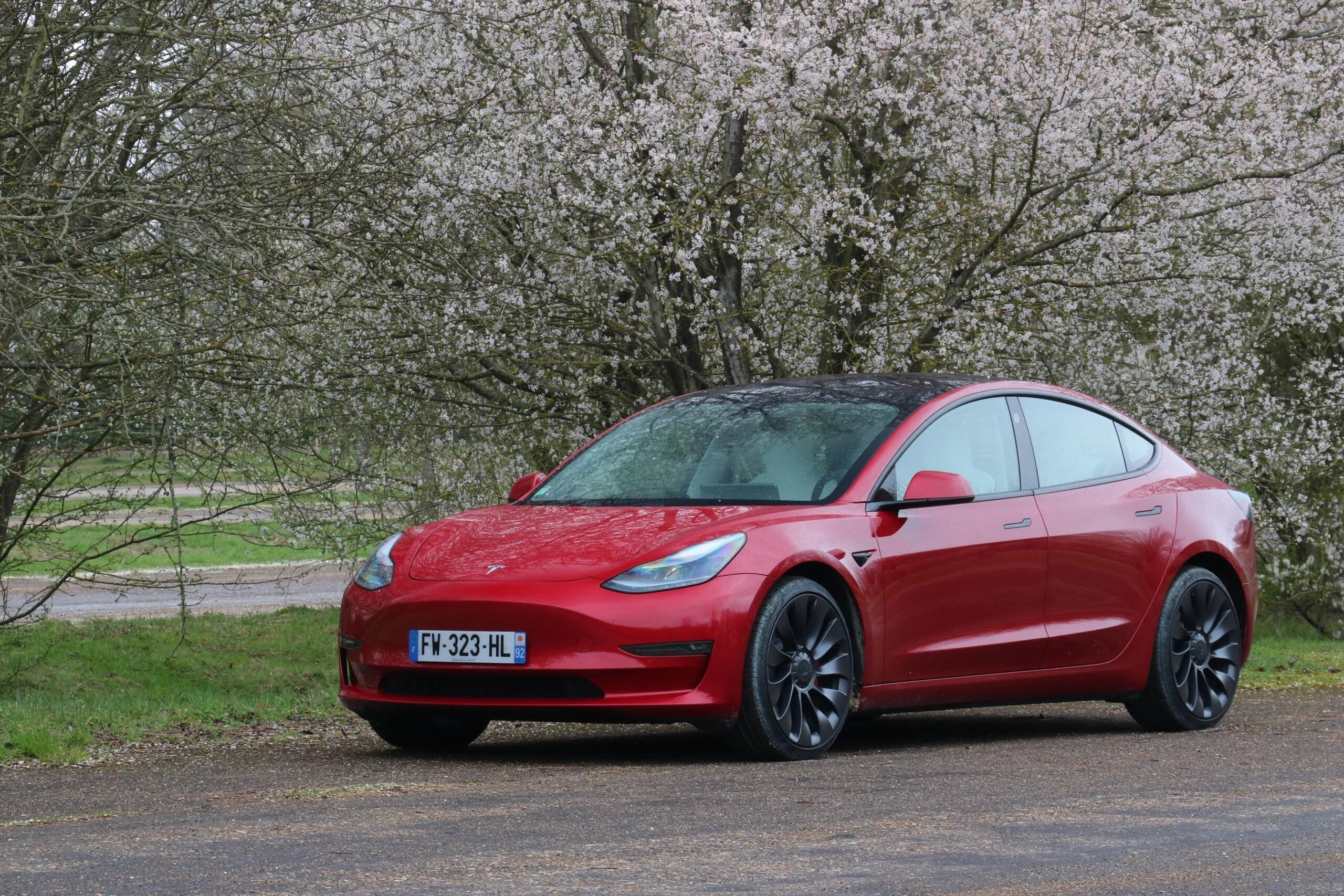 Prix de la Tesla Model 3, mises à jour des Samsung Galaxy A et Android Auto – Tech'spresso