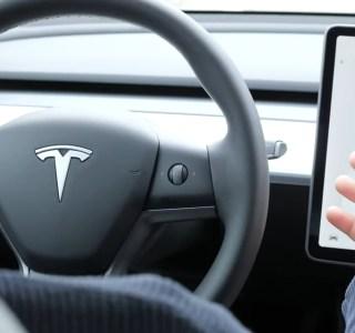 Tesla et la conduite 100% autonome: son prix augmenterait, mais la France serait épargnée