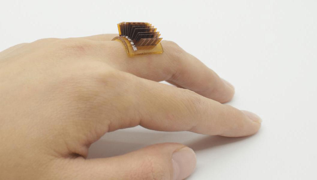 Un gadget conçu pour transformer la chaleur de votre corps en énergie pour votre smartphone