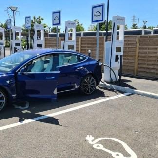 Voiture électrique : les longs trajets sont-ils toujours plus économiques ?