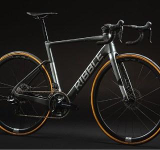 Ce vélo électrique tout en carbone ne pèse que 10,5 kilos
