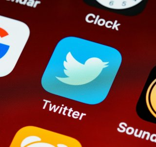 Twitter Blue : une fonction d'annulation de tweet aperçue mais payante