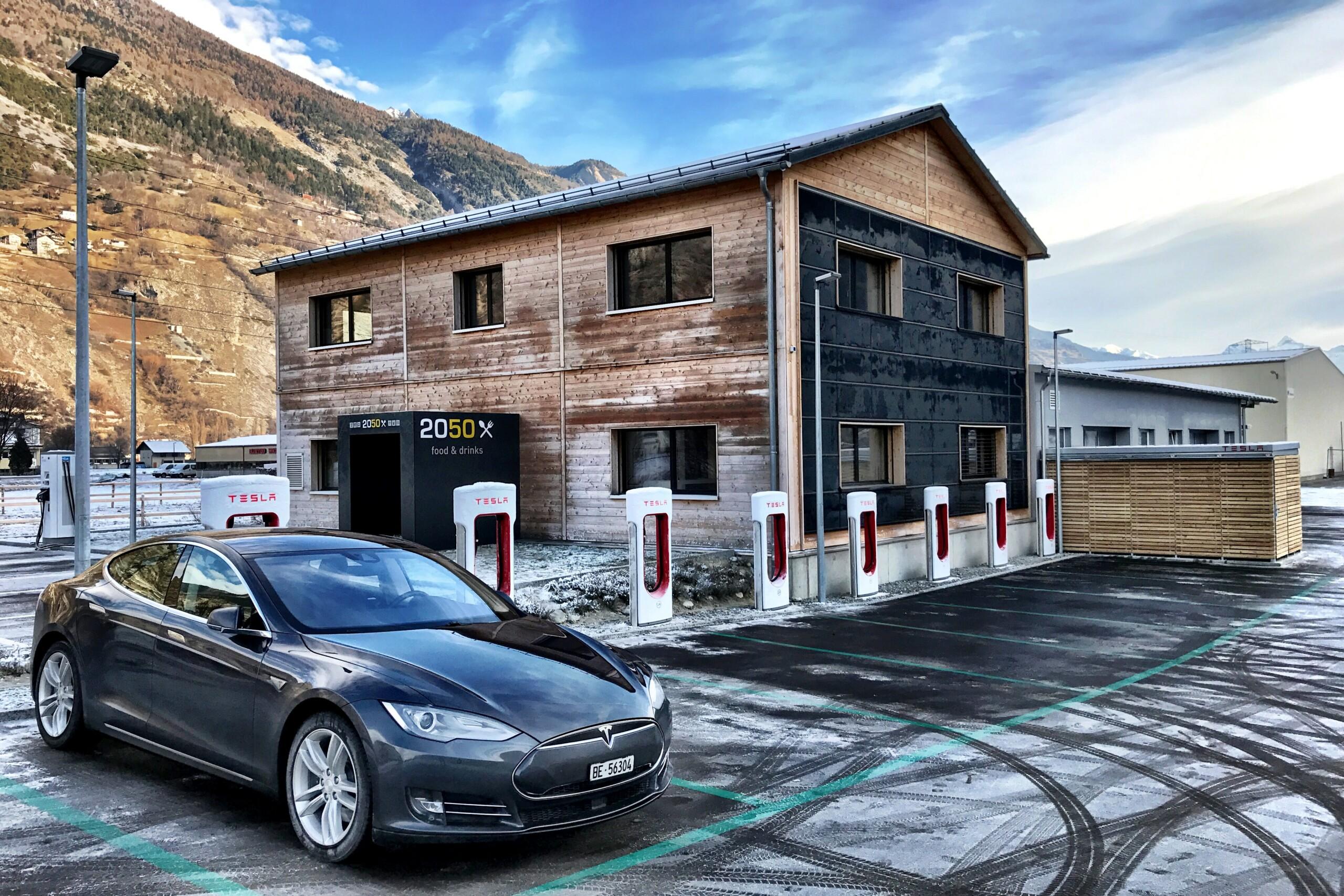 Tesla Superchargeurs : la concurrence en profiterait dès 2022