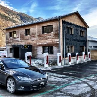 Superchargeurs : Tesla voudrait vous faire patienter avec ses propres restaurants