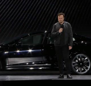 Tesla Model S Plaid : Elon Musk fait la démonstration sur scène des capacités de la voiture