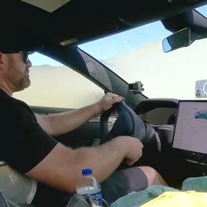 La Tesla Model S Plaid est-elle résistante à l'eau ? En théorie, non !