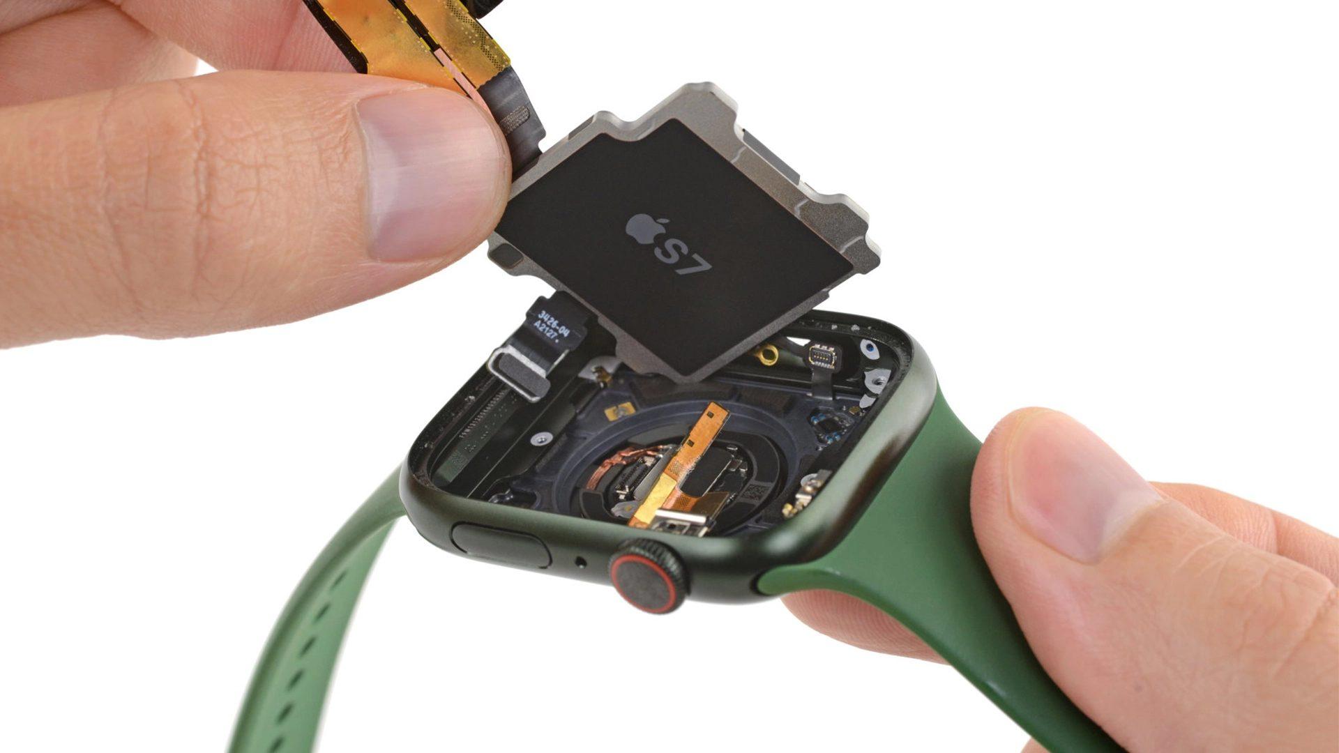 L'Apple Watch Series 7 n'a pas seulement un nouvel écran OLED, iFixit a trouvé d'autres changements