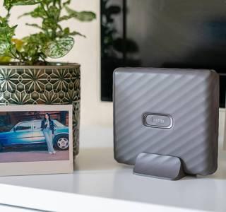 Instax Link Wide, la petite imprimante portable qui voit vos souvenirs en plus grand