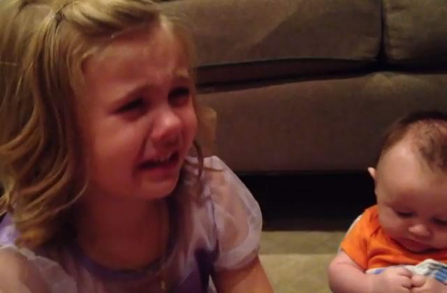 sadie-petite-fille-pleure-bebe-grandisse