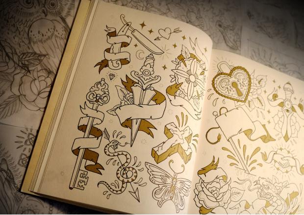 Un cahier de coloriage spécial tatouages