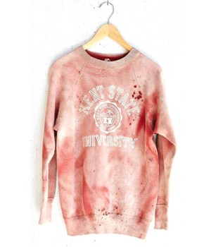 sweat-ensanglante-urban-outfitters