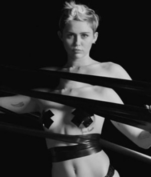 tong-tied-film-court-erotique-miley-cyrus