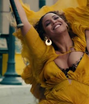 clip-hold-up-beyonce