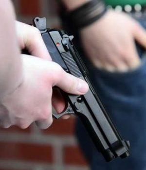 harcelement-rue-arme-a-feu